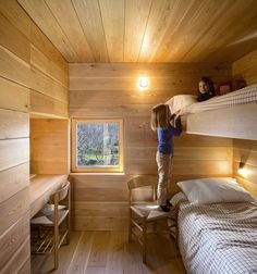 The kids room is outfitted with built-in bunk beds. Tagged: Kids Room, Bedroom Room Type, Medium Hardwood Floor, and Bed. Modern Bunk Beds by Allie Weiss from Creative and Cozy Countryside Homes. Browse inspirational photos of modern kids' rooms. Bunk Beds Built In, Modern Bunk Beds, Bunk Beds With Stairs, Kids Bunk Beds, Design Set, House Design, The Block, Cosy Bedroom, Kids Bedroom