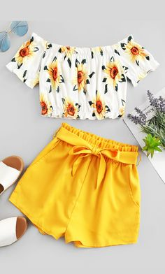 Cute Off Shoulder Sunflower two pieces outfit Take in plenty of sunshine with this sunflower two-piece set. The off-the-shoulder top with the sunflower print and the solid-color shorts edgy with the m Cute Girl Outfits, Teen Fashion Outfits, Cute Casual Outfits, Cute Summer Outfits, Outfits For Teens, Stylish Outfits, Kids Fashion, Style Fashion, Shorts For Summer