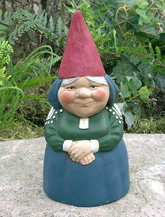 mrs-gnome-9-blue-dress-garden-gnome-5.gif (419×551)