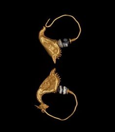 Pair of earrings with dolphins Dallas Museum  DATE 2nd-1st centuries B.C. DEPARTMENT Ancient Mediterranean DIMENSIONS Height: 1 3/8 in. (3.493 cm.) MEDIUM Gold And Banded Agate
