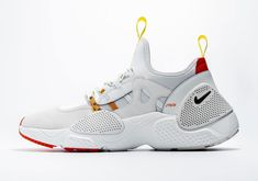 Heron Preston's latest collab with Nike features a shoe that borrows elements from the loved Huarache Run in the with the name Huarache E.D.G.E. Nike Shoes Huarache, Huarache Run, Basketball Sneakers, Nike Basketball, Golden Doodle, High Top Sneakers, Sneakers Nike, Penelope, Nike Shoes Outfits