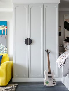 〚 Colorful small apartment for a girl in Moscow sqm) 〛 ◾ Photos ◾Ideas◾ Design Wardrobe Interior Design, Interior Design Magazine, Best Interior Design, White Wardrobe, Pax Wardrobe, Wardrobe Handles, Ikea Living Room, Living Rooms, Wardrobe Cabinets