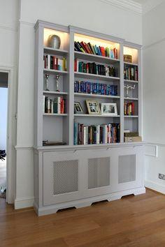 cache radiateur design en blanc transformé en bibliothèque