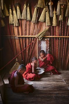 Novice monks in study, Burma. Photo by Steve McCurry.