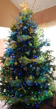 Peacock colored Christmas tree - Ahh Perfect! If only I had more room.