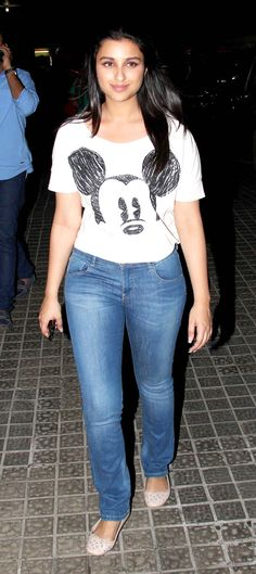 Lead pair Sidharth Malhotra, Parineeti Chopra and a host of other celebrities were clicked by shutterbugs at a screening of the film held at a Juhu multiplex Bollywood Actress Hot Photos, Bollywood Celebrities, Bollywood Fashion, Classy Outfits, Trendy Outfits, Actress Without Makeup, Parneeti Chopra, Petite Fashion, Women's Fashion