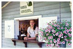 Tallipihan kahvilan terassilta saa herkullisia vohveleita. Tampere, Suomi Finland.