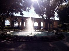 Sightseeing Valletta Upper Barraka Gardens Fontaine Urlaub auf Malta: Valletta und Sliema – Tuttis Welt Springbrunnen