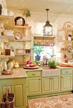 Looking for some great ideas to develop a shabby chic theme inside your new kitchen? Shabby Chic kitchen style has its own origins in traditional English and Cocina Shabby Chic, Shabby Chic Homes, Shabby Chic Decor, Rustic Decor, Shabby Chic Green, Cozy Kitchen, Farmhouse Kitchen Decor, New Kitchen, Kitchen Ideas