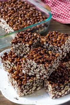 The best puffed wheat squares - super chocolate-y, soft and chewy, and completely addicting. Made withTrevor Cereal Treats, No Bake Treats, No Bake Desserts, Delicious Desserts, Sweet Desserts, Puffed Wheat Cake, Puffed Wheat Squares, Rice Crispy Treats, Krispie Treats