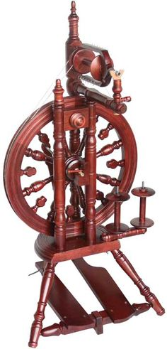 The Kromski Minstrel Spinning Wheel, this is the spinning wheel that I own and LOVE.