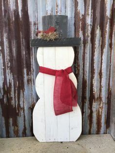 Pallet Christmas Tree, Christmas Wood Crafts, Christmas Signs Wood, Outdoor Christmas Decorations, Christmas Snowman, Christmas Projects, Christmas Crafts, Pallet Decorations, Etsy Christmas