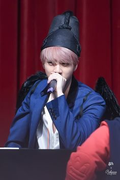 Jin ❤ BTS at the Synnara Fansign #BTS #방탄소년단