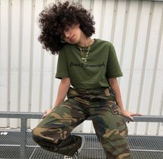 Image about girl in Fashion💙💙/Beauty🌸 by ☄black n' bold☄ Tomboy Outfits, Tomboy Fashion, Teen Fashion Outfits, Retro Outfits, Grunge Outfits, Cute Casual Outfits, Streetwear Fashion, Vintage Outfits, Girl Outfits