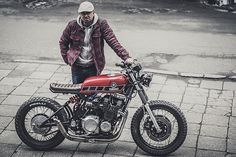 Much of the criticism levelled at this new generation of custom bikes concerns usability. Whether it be fenders, suspension travel or comfort, the main undercurrent to the comments is that the bikes just aren't functionalin the real world. But if there's anyone who really cares about how their equipmentworks, it's a soldier. Hammered with rules about unwavering trustfrom day one,...