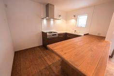 小さな美しい家「コンパクトハウスのすすめ」ダイニングテーブルと作業台