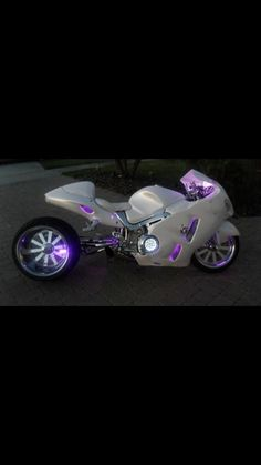 Hayabusa customs. My dream bike. IF I can ever save enough. I want THIS bike, but black not white. Light me up, radioactive purple :D I'll totall have a purple pnytail on my helmet. I dream of riding this bad boy.: