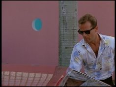 freezemiamivice:  Bruce Willis (Guest Star) | Miami Vice - Season 1, Episode 7 'No Exit'  http://freezemiamivice.tumblr.com