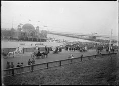 St. Kilda,Victoria in the 1910s, showing baths,cars and horse and buggy. •State Library of Victoria• 🌹