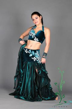 https://www.etsy.com/listing/560836477/belly-dance-costume-emerald-by-iolanna #BellyDancingCostumes