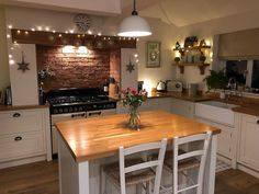💚My Secret to Stress-Free Wooden Worktops💚 It's actually not a secret at all! I've been raving about Hard Wax Oil for years. Whether you're planning a new kitchen and debating whe Cozy Kitchen, Home Decor Kitchen, Kitchen Interior, New Kitchen, Home Kitchens, Rustic Kitchen, Kitchen Ideas For Cottages, Country Kitchen Diy, Cottage Kitchens