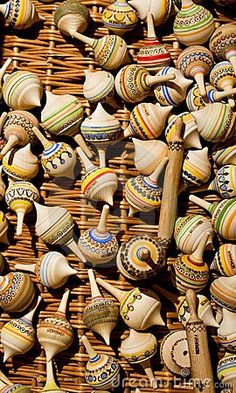 Wooden Christmas Ornaments, Spinning Top, Wood Turning Projects, Pull Toy, Wooden Tops, Wooden Art, Woodturning, Wood Sculpture, Lathe