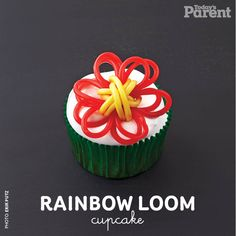Rainbow Loom is all the rage. Make our cupcake with a huge woven licorice flower perched on top! Frosting For Chocolate Cupcakes, Kid Cupcakes, Wedding Cupcakes, Rainbow Cupcakes, Rainbow Loom Christmas, Christmas Cupcakes Decoration, Cake Decorations, Tulip Cake, Cupcake Recipes For Kids