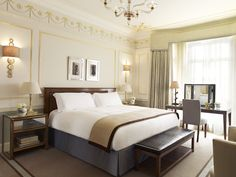 Advice from Claridges, how to make a bed like a 5* hotel.