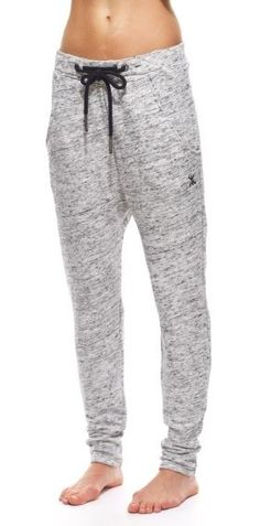 Los Pantalones---------------------------------Estos pantalones son muy populares y muchos personas deportistas tienen ellos. Estos son muy cómodas y casual. Ellos son para llevar en tu casa y en el gimnasio. Támbien ellos son para caminar. En general los pantalones cuestan sesenta dólares. Estes son pantalones largos y son grises.