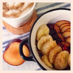 Porrige d'avena con frutta mista miele e cannella