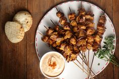 Ioanna's Notebook - Pork Skewers with yogurt sauce Pork Skewers, Yogurt Sauce, Greek Recipes, I Foods, Main Dishes, Stuffed Mushrooms, Appetizers, Sweets, Meat