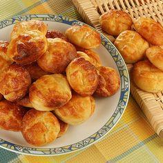 Krumplis pogácsa - Hozzávalók:  50 dkg héjában főtt áttört burgonya, 50 dkg liszt, 20 dkg libazsír (lehet vaj is), 2 db tojássárgája, 5 dkg élesztő, só, 1 db tojás a kenéshez Hungarian Recipes, Pretzel Bites, Scones, Biscuits, Bakery, Muffin, Sweets, Bread, Snacks