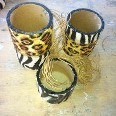 Tubos de papelão transformados em porta-trecos safari.