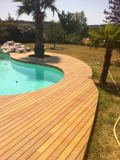 Terrasse de piscine Ipé visserie cachée margelle intégrée