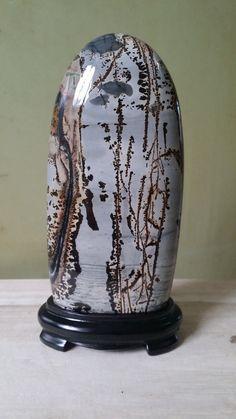 Image from http://g03.a.alicdn.com/kf/HTB1VpC1JFXXXXXtXVXXq6xXFXXXC/suiseki-viewing-stone-stone-craft-art-collectible-Cao-Hua-Guo-Hua-stone.jpg.