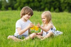 Fruit juice and sweet drinks can increase the risk of tooth decay. Fruit juice with 'no added sugar' contains natural sugar which can cause tooth decay. Oral Health, Gut Health, Healthy Kids, Healthy Drinks, Dental Services, Cosmetic Dentistry, Natural Sugar, Fruit Juice, Parenting