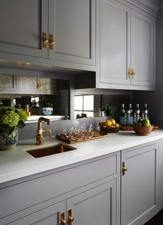 Kitchen Remodeling Trends Mirror Backsplash Ideas That Aren't From the or Family Kitchen, Diy Kitchen, Kitchen Dining, Kitchen Decor, Design Kitchen, Kitchen Ideas, Kitchen Interior, Kitchen Storage, Storage Spaces
