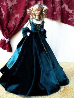 Artesanatos com Moldes: Barbie- vestido festa de veludo Barbie Sewing Patterns, Doll Dress Patterns, Clothing Patterns, Crochet Barbie Clothes, Sewing Doll Clothes, Moda Barbie, Diy Vestido, Free Barbie, Barbie Dress