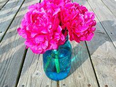 The Dieter Family: Turning Mason Jars Blue Mason Jar Flower Arrangements, Peonies Centerpiece, Mason Jar Flowers, Floral Arrangements, Colored Mason Jars, Blue Mason Jars, Mason Jar Crafts, Mason Jar Diy, Home Crafts