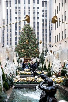 25 Things to Do In New York City at Christmas + Free Printable Bucket List - So Festive! - - 25 Things to Do In New York City at Christmas + Free Printable Bucket List - So Festive! New York City Christmas, Christmas Travel, Christmas Christmas, Xmas In New York, New York City Vacation, New York City Travel, New York Noel, New York In December, New York Weihnachten