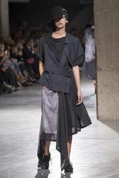 Yohji Yamamoto   Ready-to-Wear - Spring 2018   Look 18