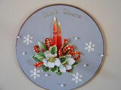 CD recyklace Decorative Plates, Wreaths, Home Decor, Homemade Home Decor, Door Wreaths, Deco Mesh Wreaths, Garlands, Floral Arrangements, Decoration Home