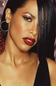 Glam~R&B Princess look. Aaliyah for MAC, favorite makeup looks - The late RB princess Aaliyah with deep red glossy lips, sculpted features, and shimmery dark brown lids. Rip Aaliyah, Aaliyah Style, Make Up Looks, Christina Aguilera, Illuminati, Beautiful Black Women, Beautiful People, Rihanna, Jennifer Lopez
