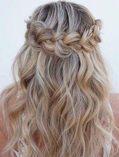 18 Weihnachtsfrisuren für welliges Haar – – 18 Christmas hairstyles for wavy hair – – Know your hair type More than anything, taking care of your hair starts by knowing which kind of hair… Continue Reading → Dance Hairstyles, Flower Girl Hairstyles, Best Wedding Hairstyles, Braided Hairstyles, Party Hairstyles For Long Hair, Hair For Party, Trendy Hairstyles, Gorgeous Hairstyles, Formal Hairstyles Down