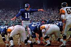 New York Giants quarterback Earl Morrall (11) in action against the Pittsburgh Steelers (Nov. 1967)