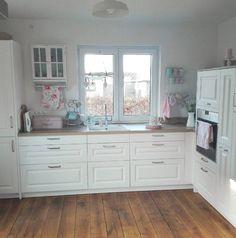Entdeckt die schönsten Inspirationen und Ideen weißer Küchen mit Holzarbeitsplatten.