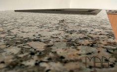 Mondariz ist ein brauner Granit mit einigen cremefarbenen Flocken und schwarzen Punkten verziert.   http://www.maasgmbh.com/aktuelle-hannover-mondariz-granit-arbeitsplatten-mondariz