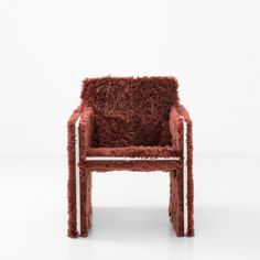 Un salon cocooning en 10 objets deco : Fauteuil 008 en fausse fourrure, collection Progetto non finito, Dimorestudio (The Future Perfect) Outdoor Furniture Chairs, Cheap Adirondack Chairs, Mid Century Modern Armchair, Patterned Armchair, Dinning Chairs, Dining, Diy Chair, Cool Chairs, Chair Design