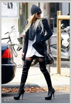 OMG…… what hella sexy boots! I'm drooling over Lindsay Lohan's Gucci Division Over-The-Knee Boots. Lindsay Lohan, Mode Outfits, Trendy Outfits, Mode City, Over Boots, High Boots, Tall Boots, Gucci Boots, Look Fashion