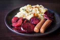 Purée de pommes de terre, betterave poêlée et saucisses végétales